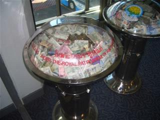タイの募金箱